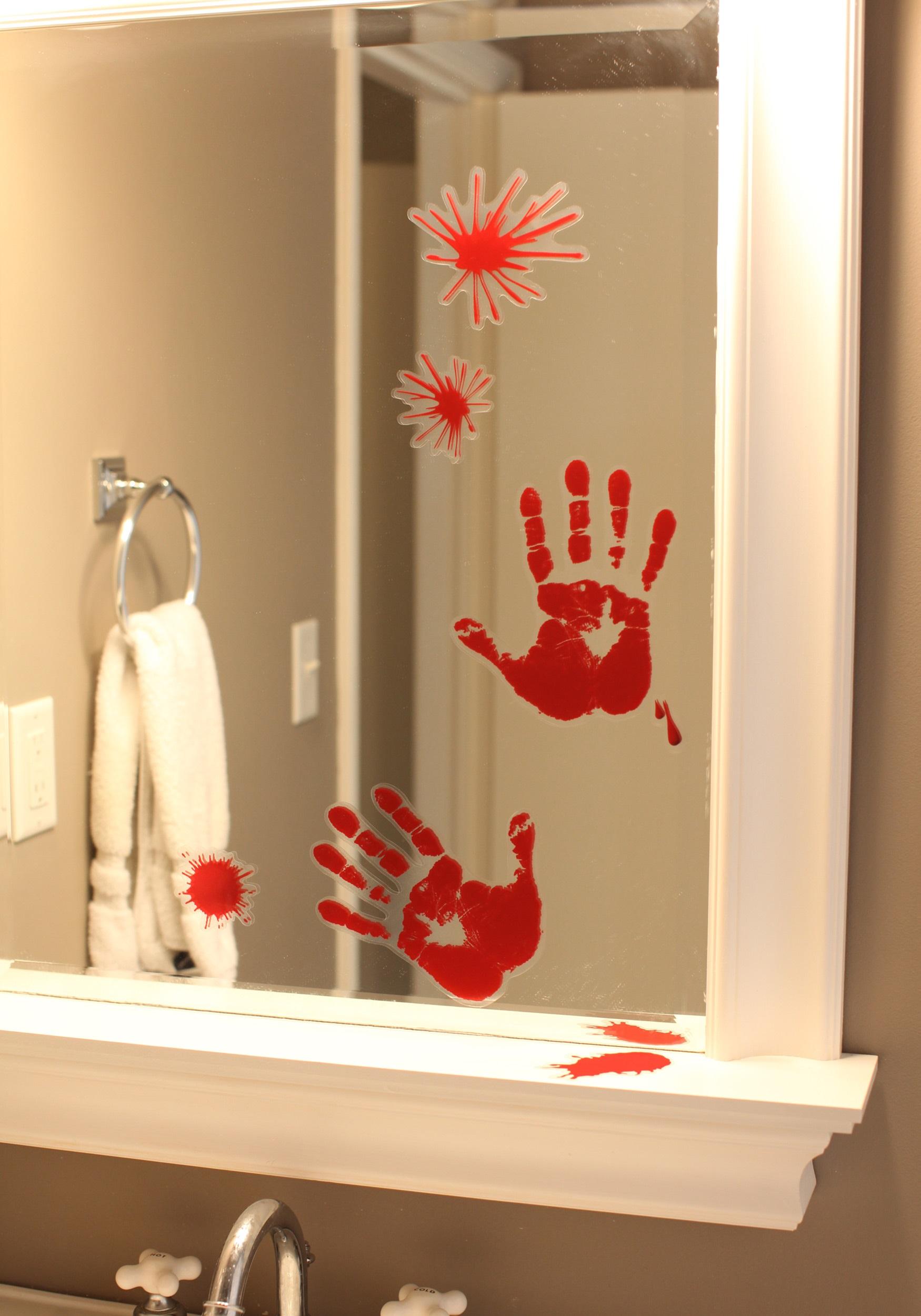 Bloody_Horror_Handprint_Decoration
