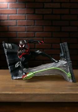 DIAMOND SELECT MARVEL GALLERY MILES MORALES PVC STATUE-1