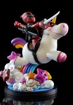 Deadpool x Unicorn Q Fig Max Elite Diorama